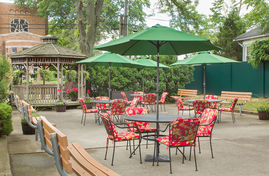 Outdoor patio and seating area with gazebo at Lynbrook Restorative Therapy & Nursing